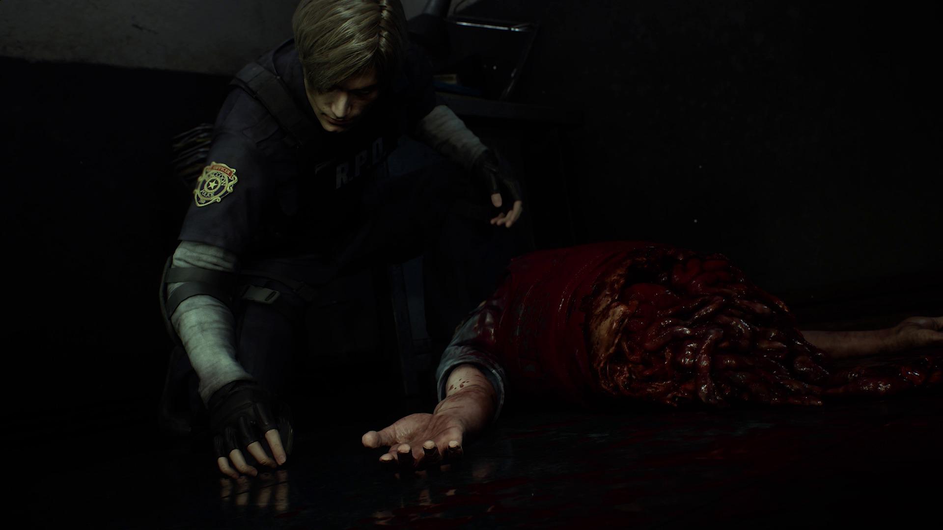 Leon récupère un objet à côté d'un cadavre tout frais