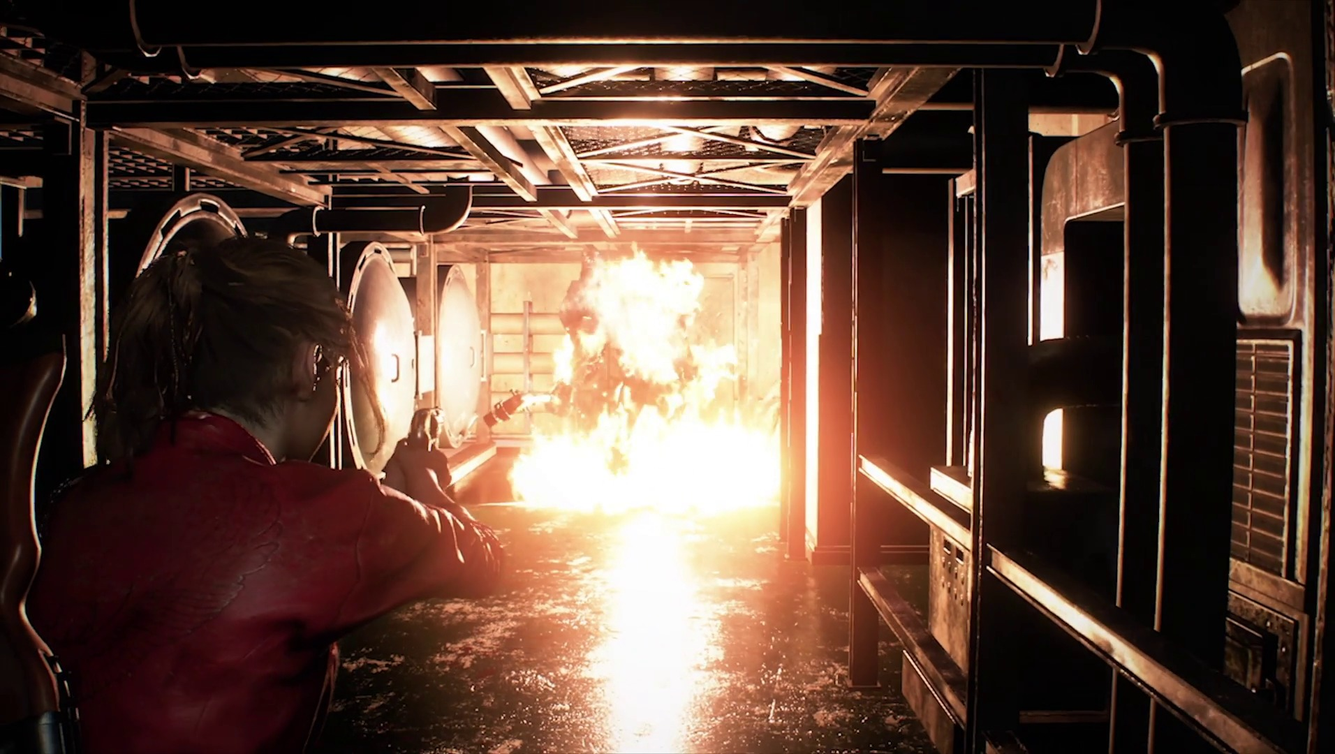 G brûle dans des flammes d'une grenade incendiaire.