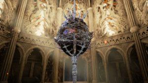 Un objet semblable à un globe surmonter de piques