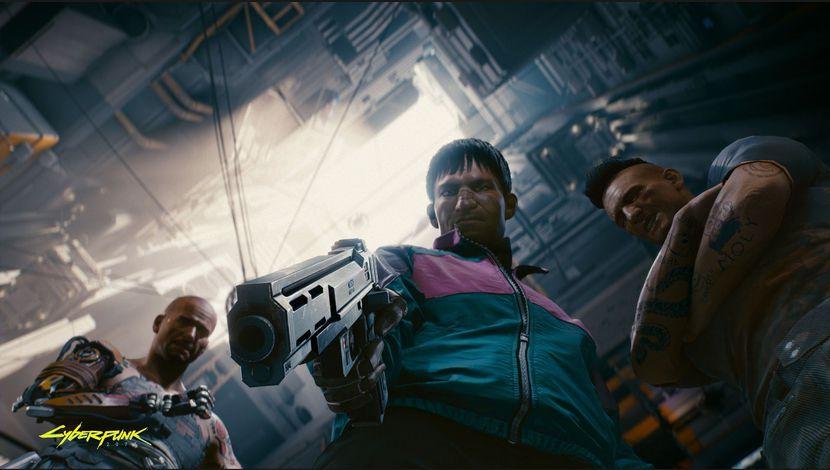 Cyberpunk 2077 vue en contreplongée, pistolet pointé vers la caméra
