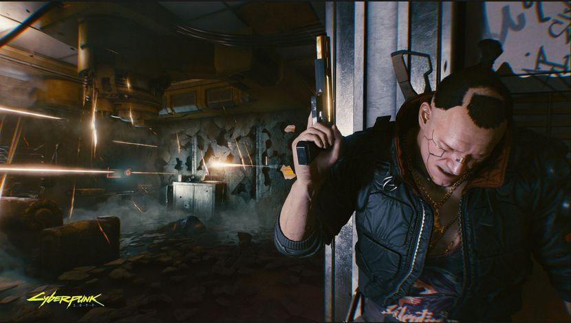Cyberpunk 2077 homme à couvert derrière un poteau se faisant tirer dessus