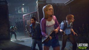 Trois étudiants avec des armes de fortune qui regardent autour d'eux avec un tueur derrière eux