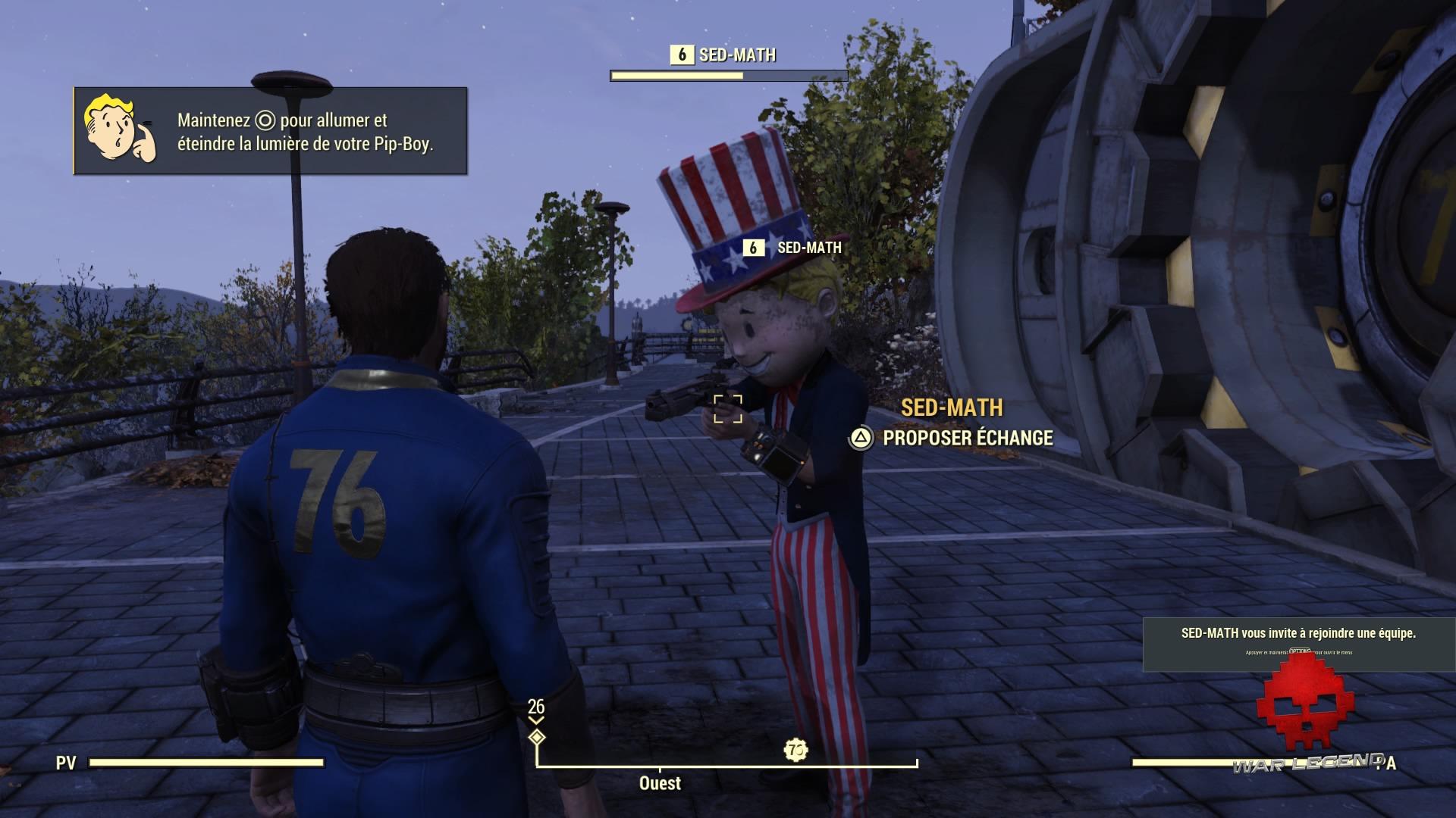 Fallout 76 un joueur en tenue de PEZ