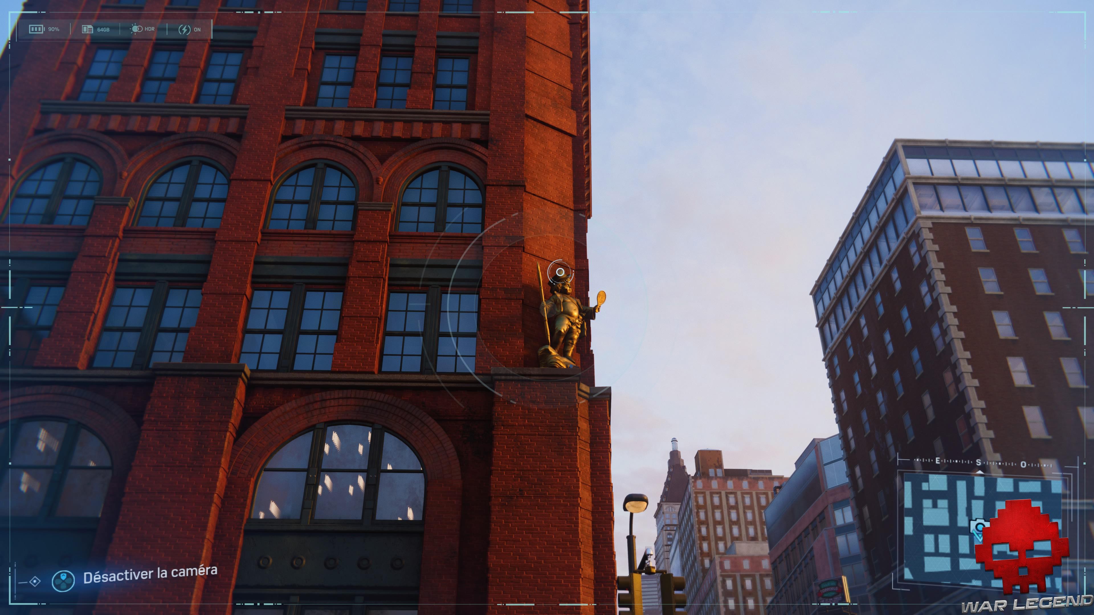 Spider-Man photo secrète statue du puck building