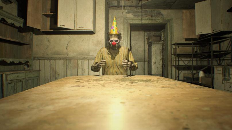 Resident Evil 7 - Clown assis en bout de table