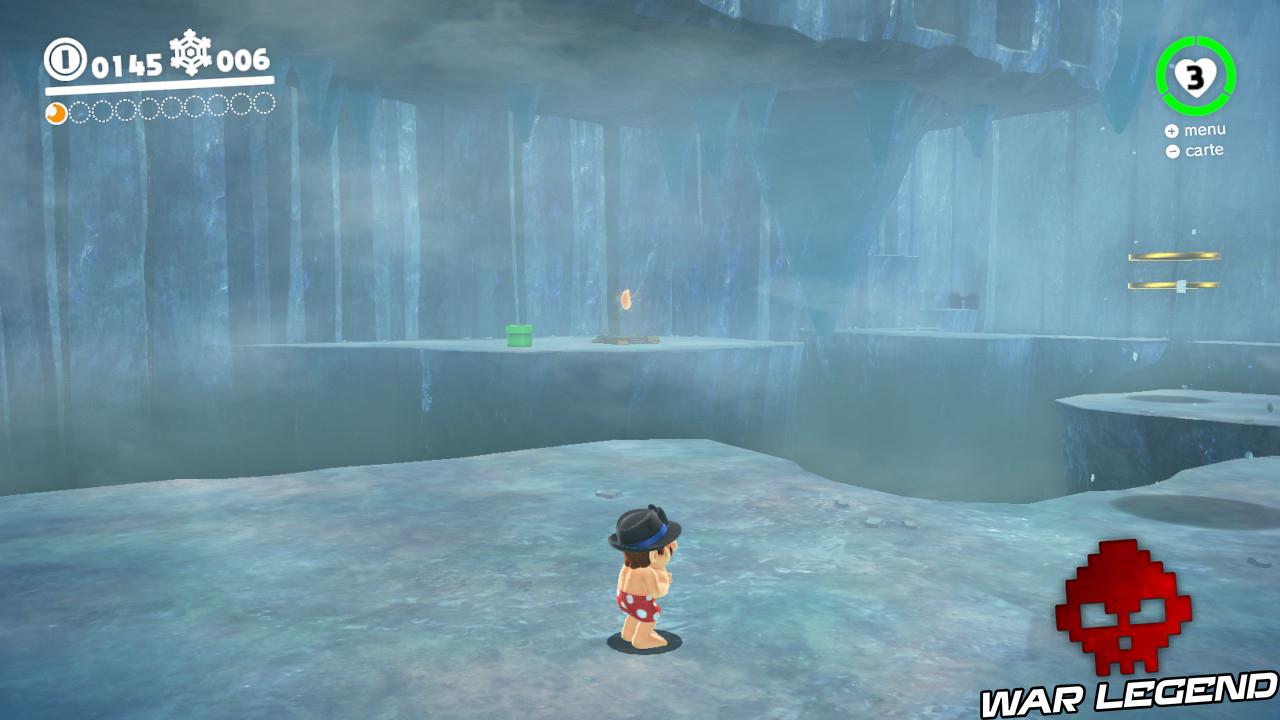 caverne de glace avec lune au loin