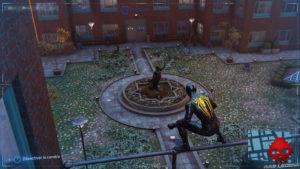 Spider-Man photo secrète statue de la clinique H.E.A.R.T.