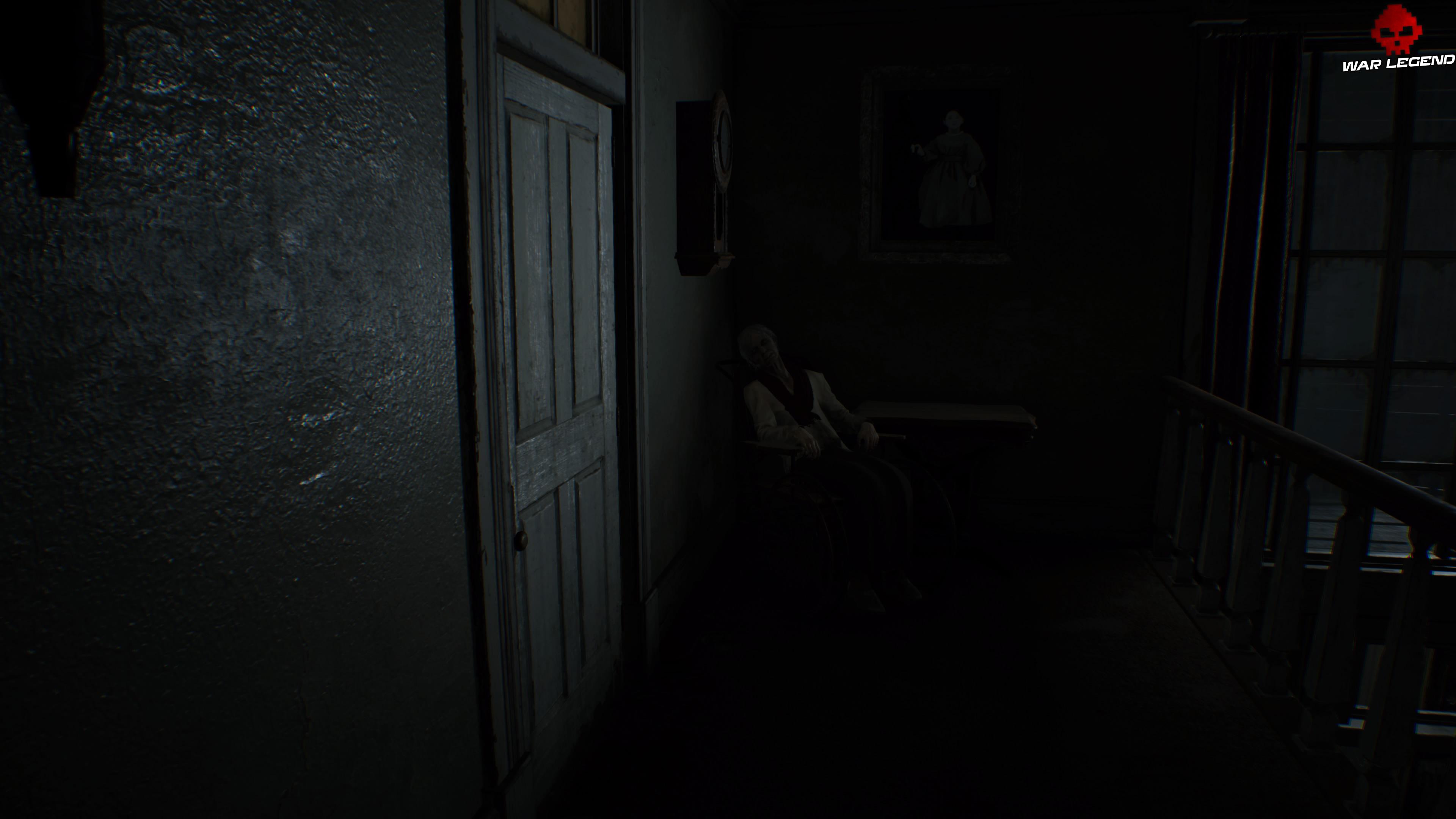 Guide des trophées Resident Evil 7 Biohazard vieille dame près d'une porte fermée
