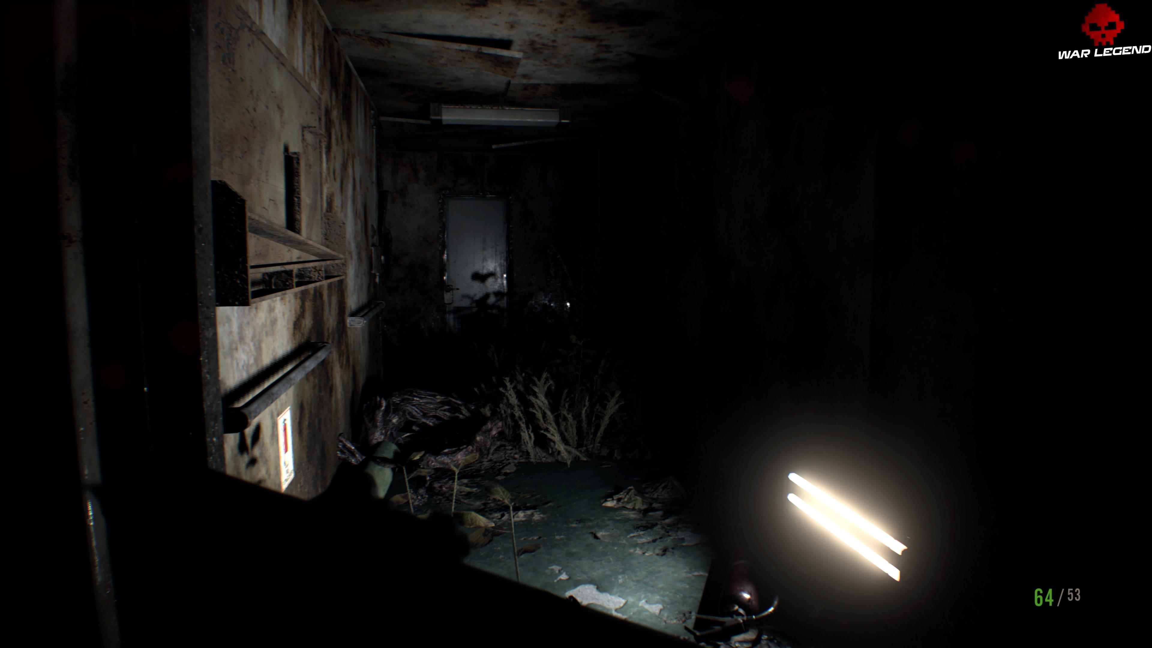 Solution Resident Evil 7 Biohazard Chapitre 7 couloir dans le noir, une lampe allumée