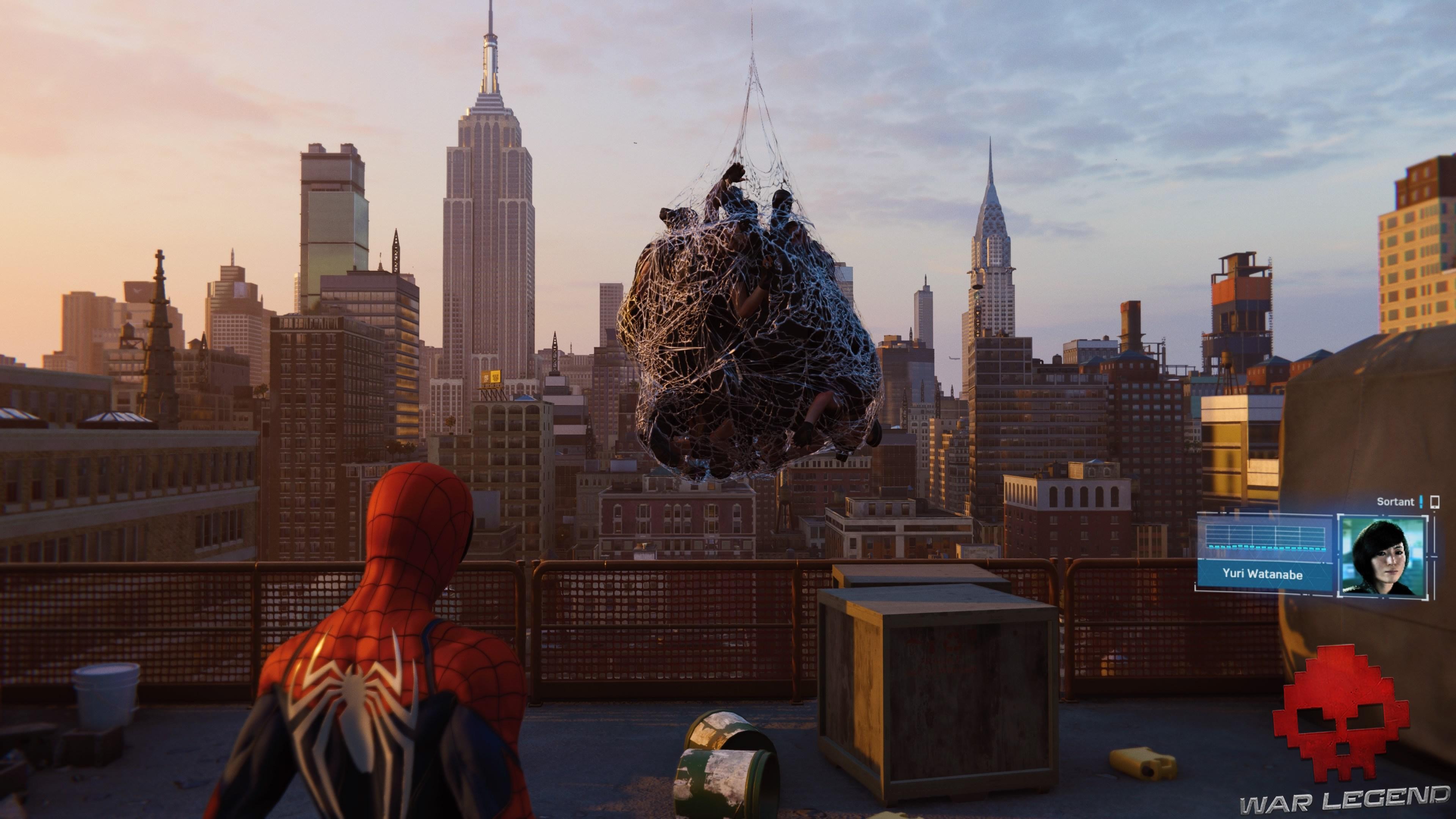 Des ennemis sont entoilés par Spiderman