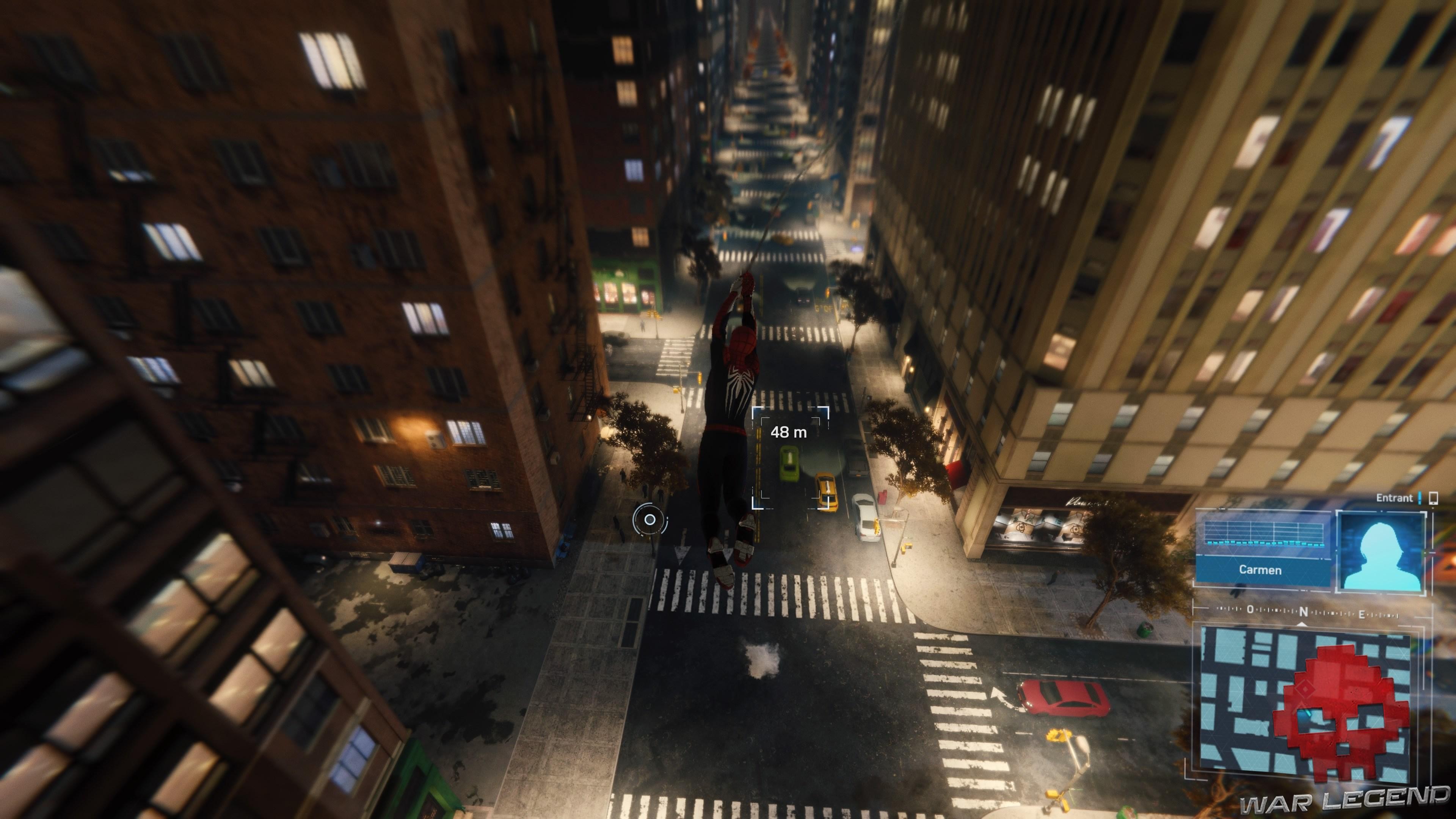 Spiderman suit la voiture cible