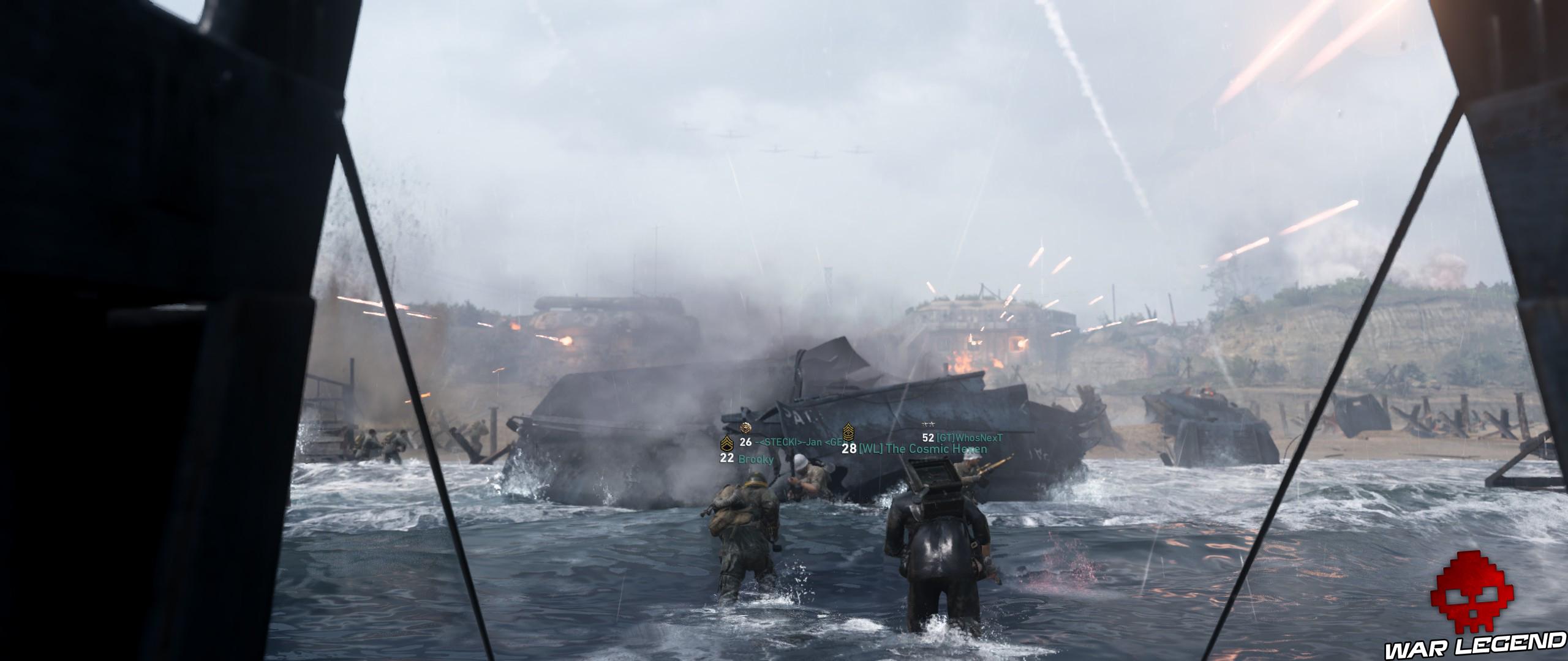 soldats dans l'eau mitraillés par des MG 42 dans des bunkers plus loin sur la plage
