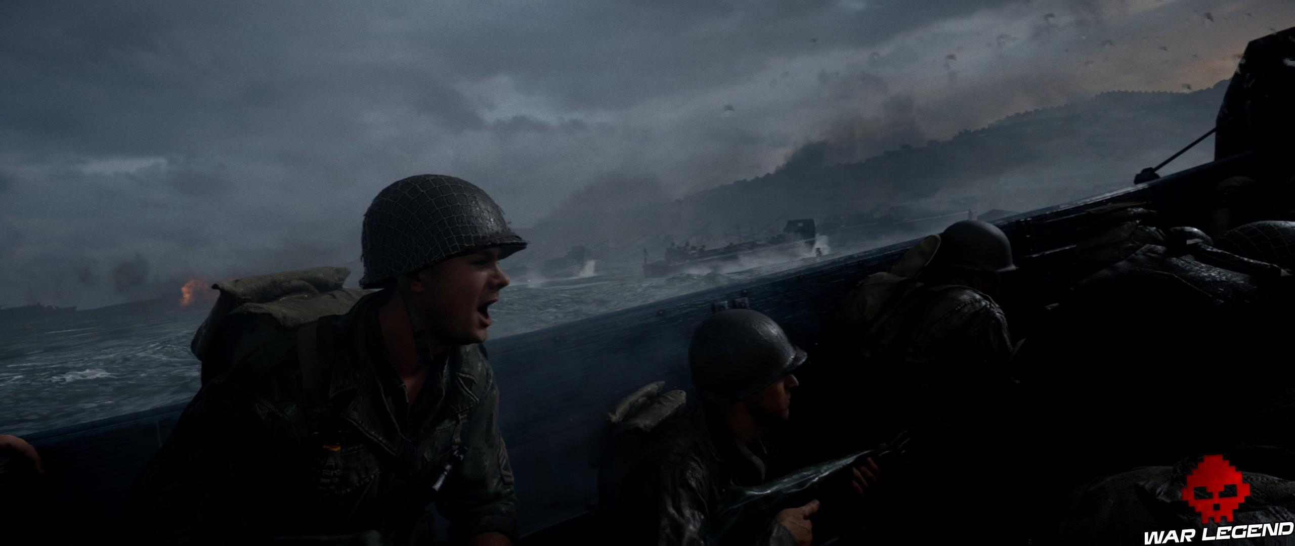 soldat américain criant des encourageaments à ses soldats dans une barge de débarquement