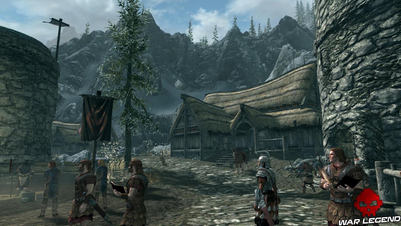 gardes impériaux au premier plan, demeure et montagnes enneigées en arrière-plan