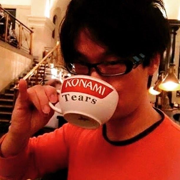 Kojima boit les larmes de Konami