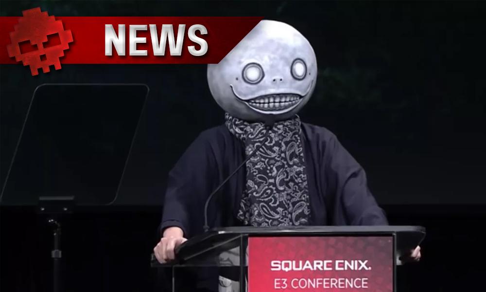 Yoko Taro avec un masque d'Emile (NieR) à la conférence E3 de Square Enix