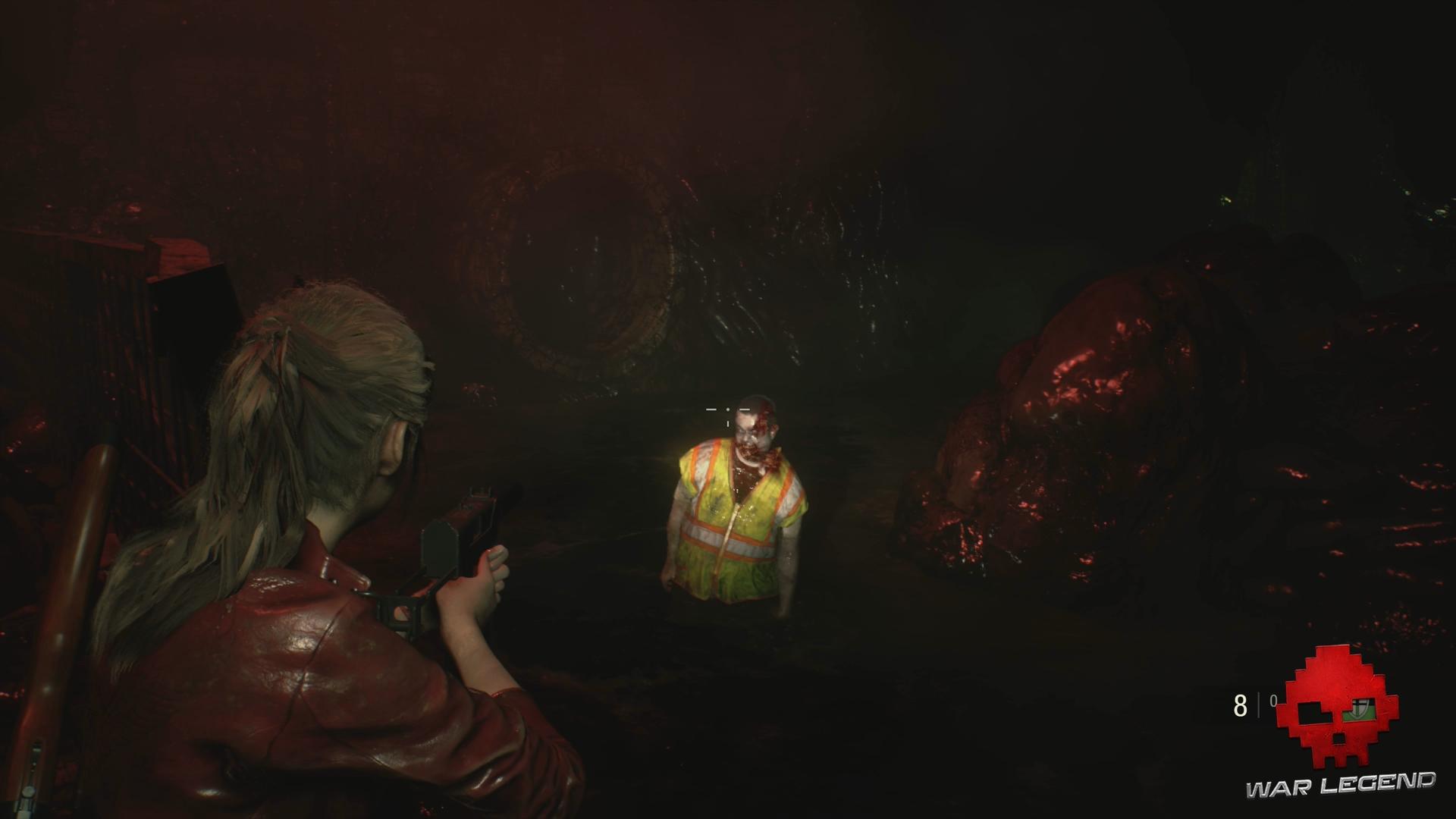 Resident Evil 2 - Claire tient un zombie en joug