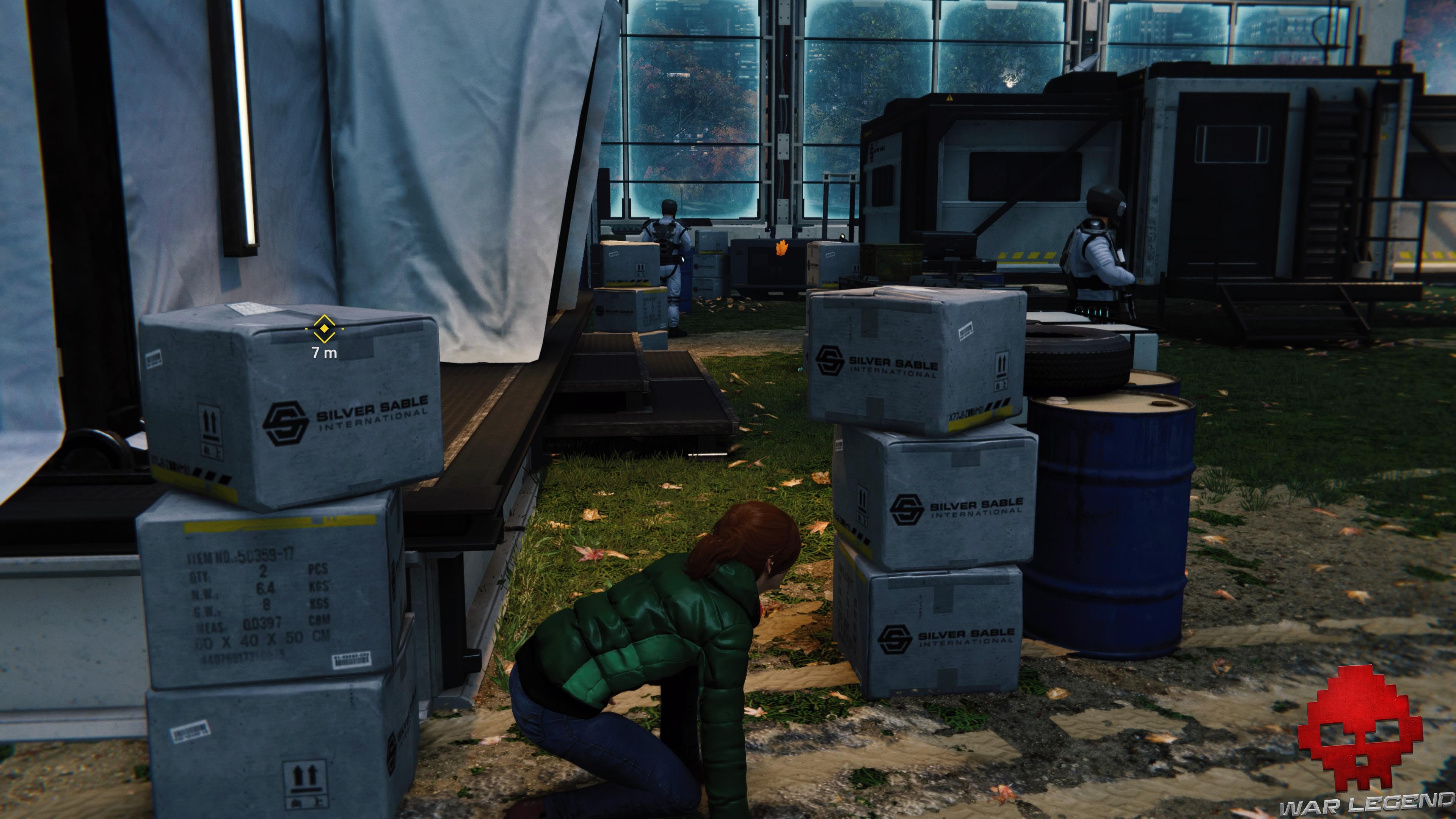 solution spider-man pas d'invitation MJ entre deux piles de cartons