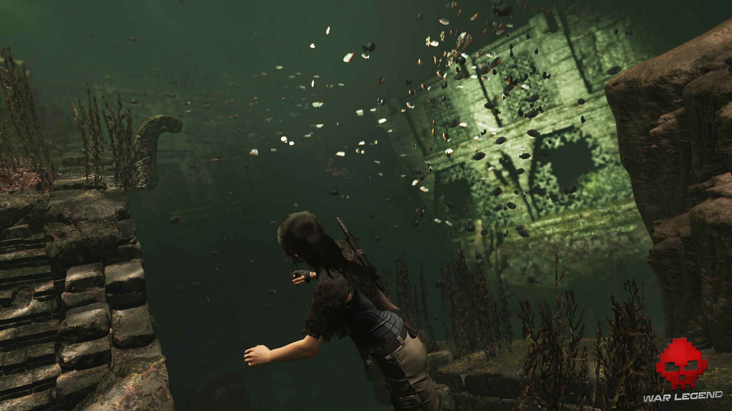 Lara nage dans une caverne innondée